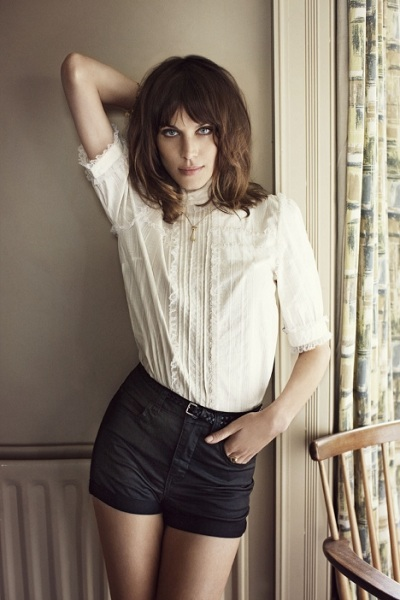 how-to-wear-white-shirts-alexa-chung 06
