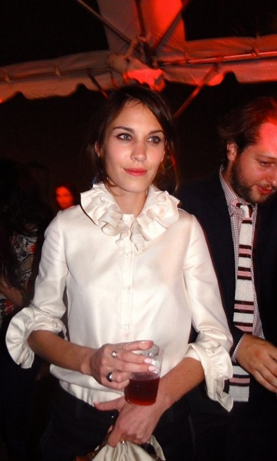 how-to-wear-white-shirts-alexa-chung 10