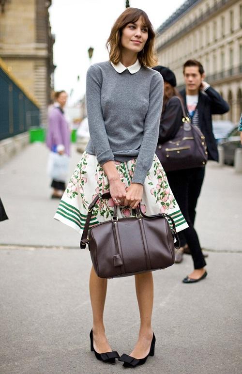 Alexxa Chung con bolso SC de Louis Vuitton