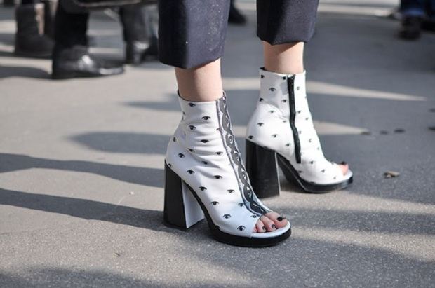 paris-fwaw2014-hanne-gaby-kenzo-boots