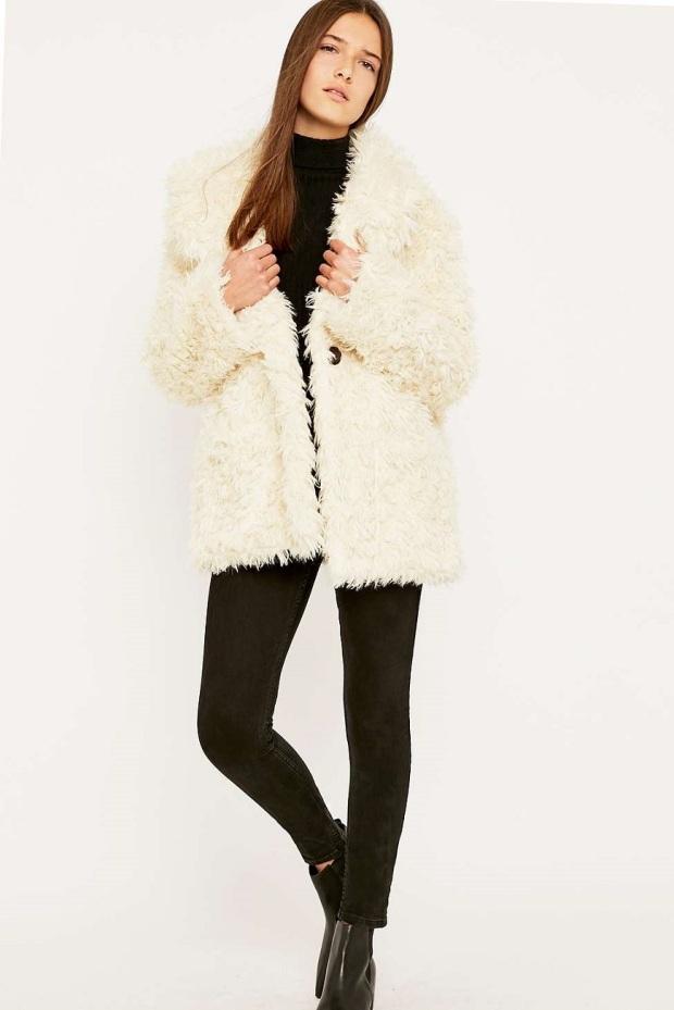 abrigo-de-pelo-sintético-urban-outfitters 01